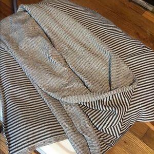 Lululemon vinyasa scarf rulu white blk PERFECT